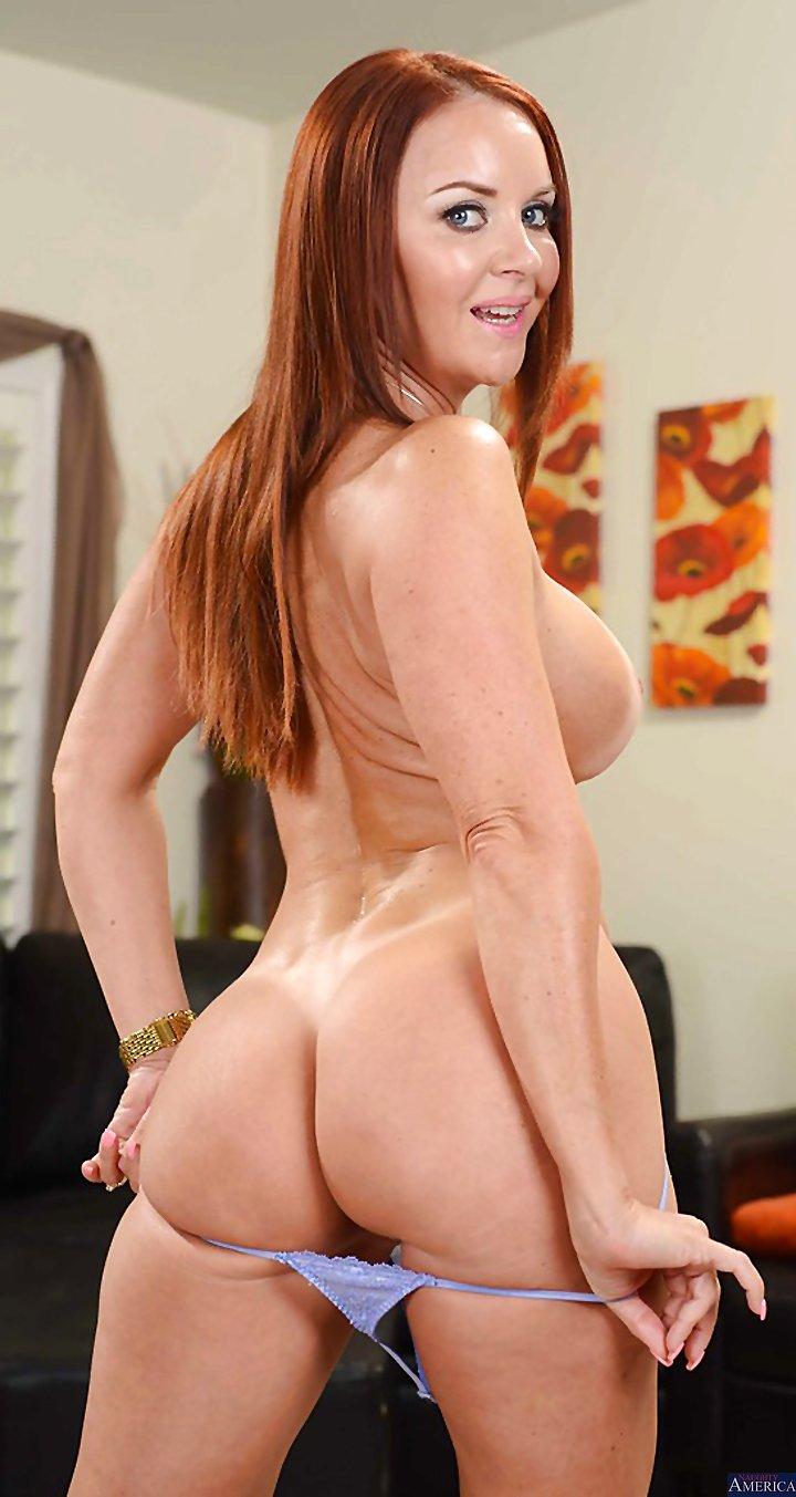 monica bellucci breasts